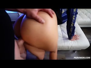 PervMom - Amber Chase (Undressed To Impress)