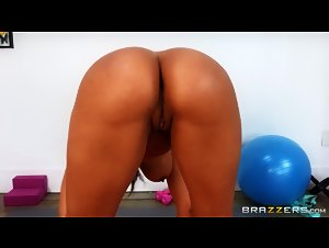 DayWithAPornstar -  Luna Star (Luna's Oiled-Up Exercises)